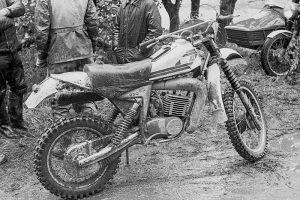 """MZ Werksmaschine GT 250 bei der Geländefahrt """"Rund um Zschopau"""" 1981, Foto: Dieter Kleiner"""