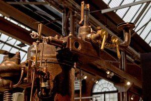 Mischkammer und Einlassventil am stationären Gasmotor im Sächsischen Industriemuseum Chemnitz