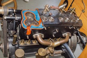 Stehende Ventile im seitengesteuerten Motors des R9in der Automobilen Welt in Eisenach