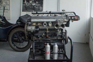 DOHC-Motor des R 3, hier mit Doppel-Weber-Vergasern