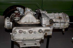 Mittelmotor in Unterflur-Anordnung des P 100in der Automobilen Welt Eisenach