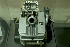 Zweitakt-Versuchsmotor mit Auslass-Ventil