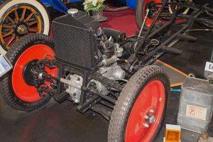 Fahrgestell DKW F 1 mit Rahmen aus zwei U-Profilen und Einzelradaufhängung mit je zwei Querblattfedern von und hinten