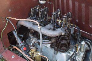 Motor des MAF mit hängenden Auslassventilen und stehenden Einlassventilen